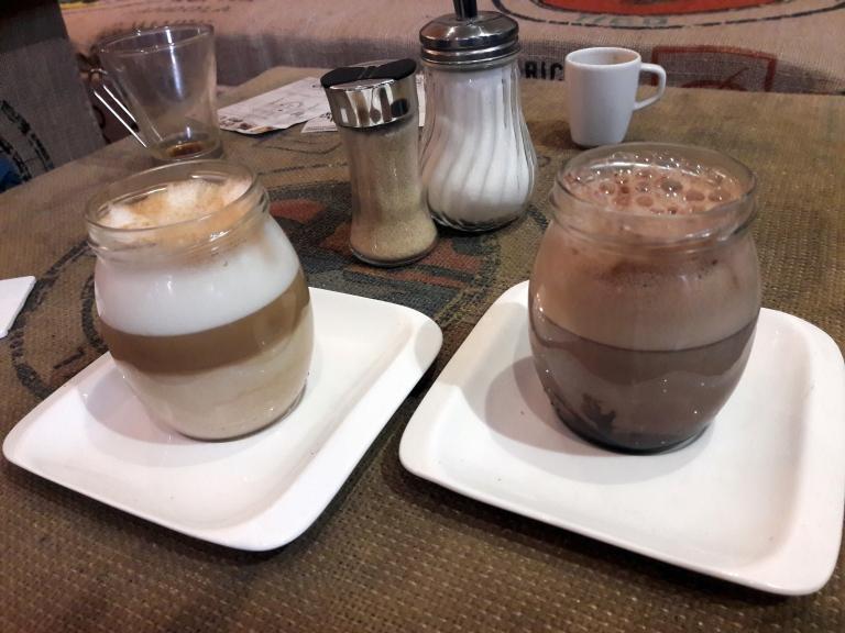 Cafés et chocolats proposés sur place