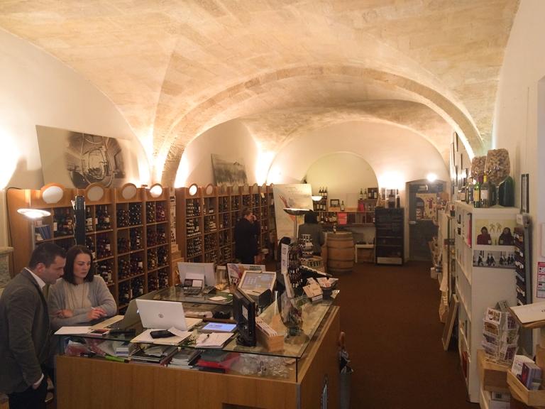 L'ancienne tonnellerie qui est aujourd'hui l'accueil du musée, et où il est possible de faire une dégustation de vin